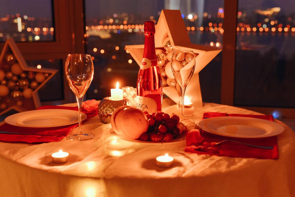 Романтическая сервировка стола ужин
